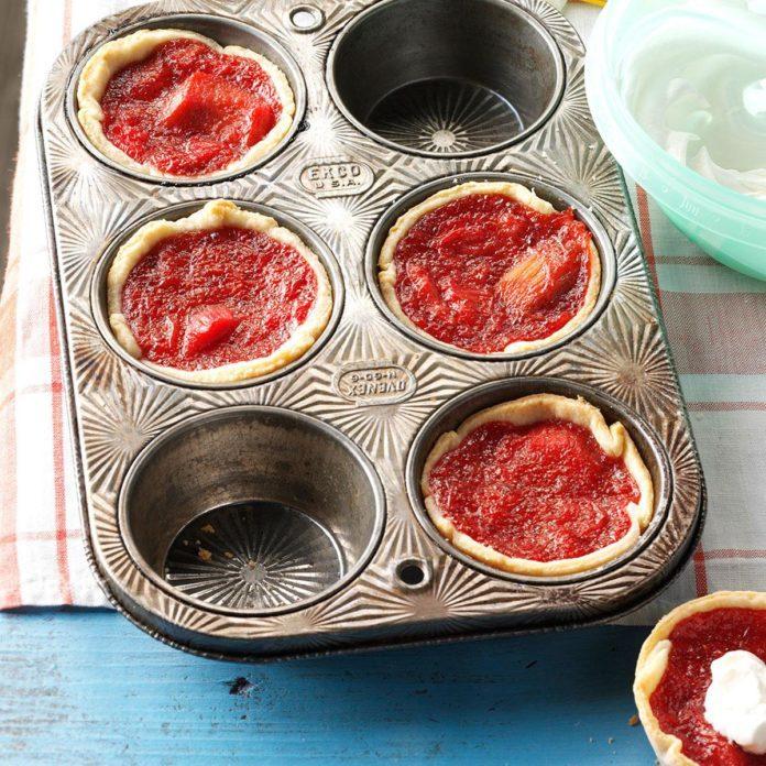 Winnie's Mini Rhubarb & Strawberry Pies