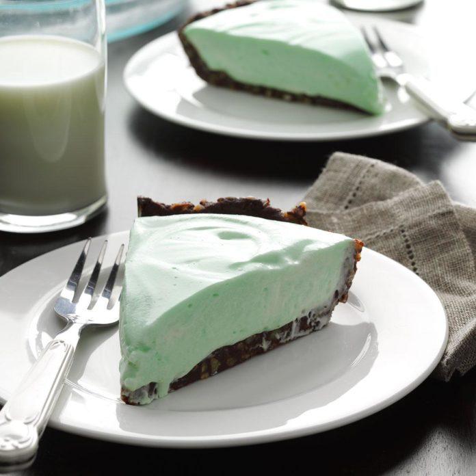 Marshmallow Grasshopper Pie