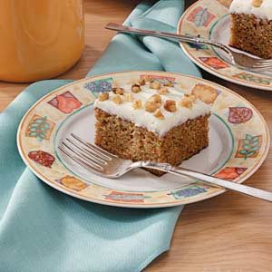 Easy Frosted Carrot Cake
