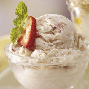 Creamy Strawberry Cheesecake Ice Cream