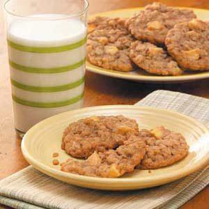Chewy Apple Oatmeal Cookies