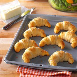 Garlic-Cheese Crescent Rolls
