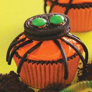 Easy Spooky Spider Cupcakes