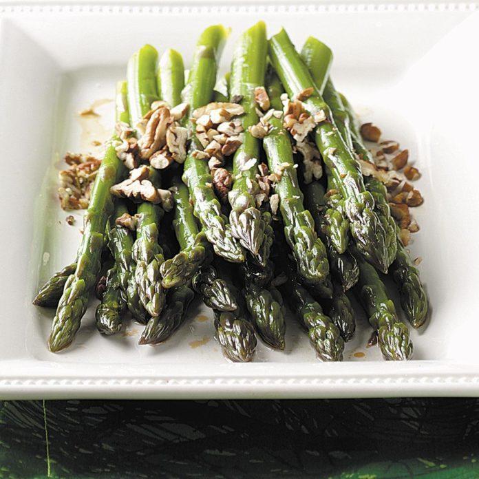 Fresh Asparagus with Pecans