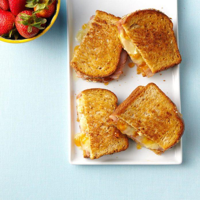Connecticut: Ham and Brie Melts