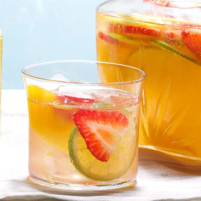 Last-Minute Glam Beverage: Quick White Sangria