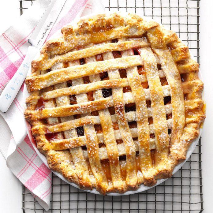 Apricot-Blackberry Pie