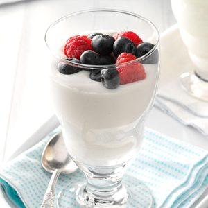 Berries in Yogurt Cream