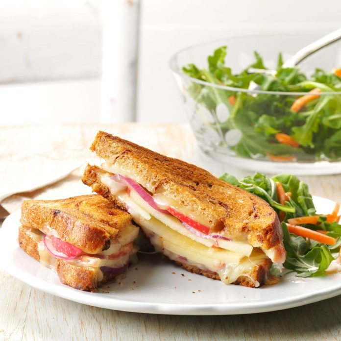 Day 28: Apple-White Cheddar Grilled Cheese