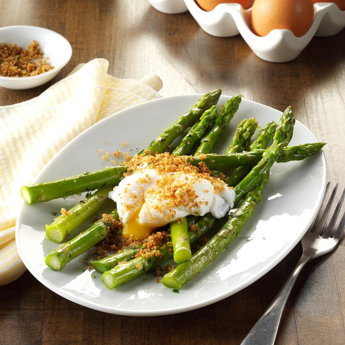 Poached Eggs with Tarragon Asparagus