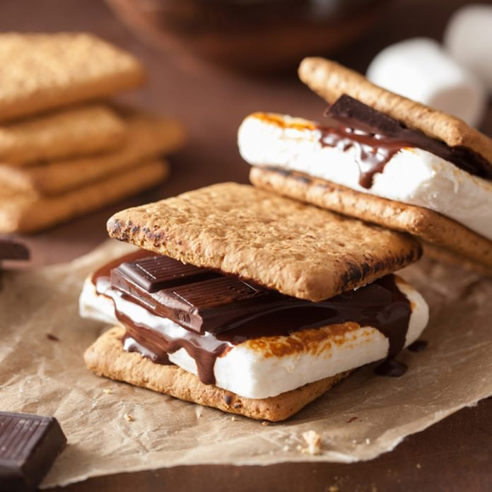 homemade marshmallow s'mores with chocolate on crackers; Shutterstock ID 1190215414; Job (TFH, TOH, RD, BNB, CWM, CM): TOH