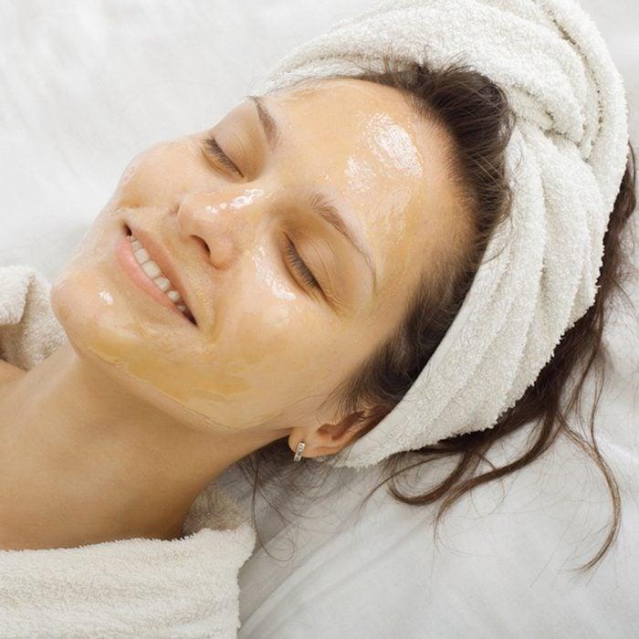 honey on face treatment