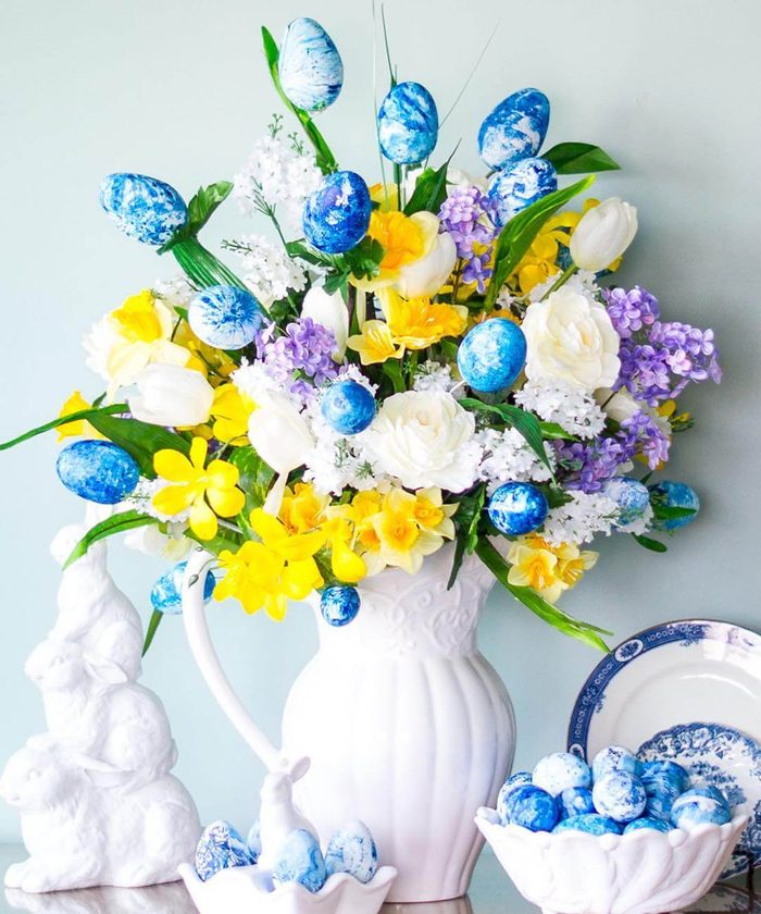 Dyed easter egg bouquet from http://paintyourselfasmile.com/