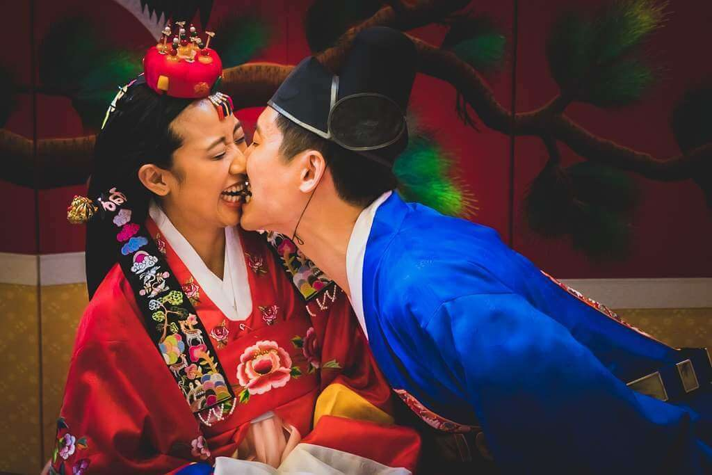 A Jujube fight. Who takes jujube seed becomes the winner and the winner takes all! Korean traditional Wedding.