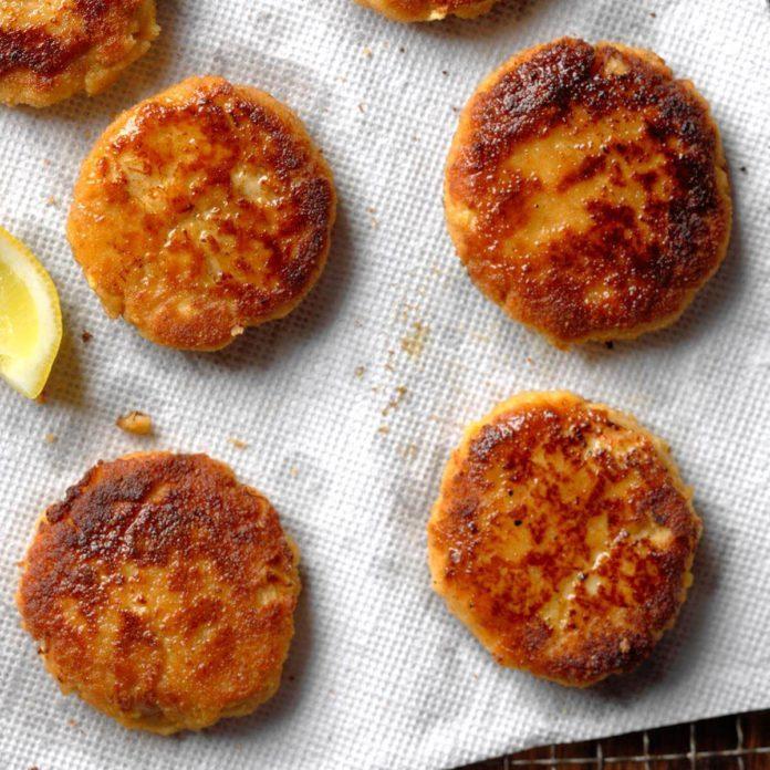 Classic Crab Cakes Recipe Taste Of Home