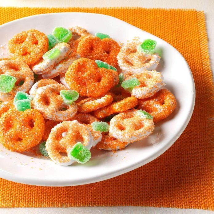 Mini Pretzel Pumpkins