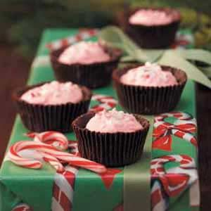 Mint-Mallow Chocolate Cups