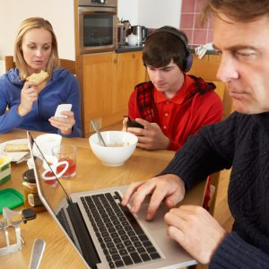 7 Bad Dinner-Table Habits Your Family Needs to Break