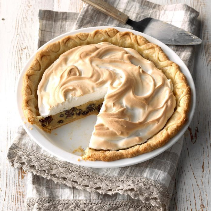 Grandma's Sour Cream Raisin Pie