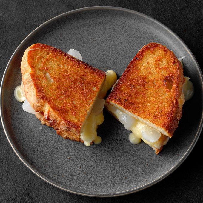 Grilled Cheese And Pickled Onion Sandwich Exps Thso18 229392 D03 16  8b 8