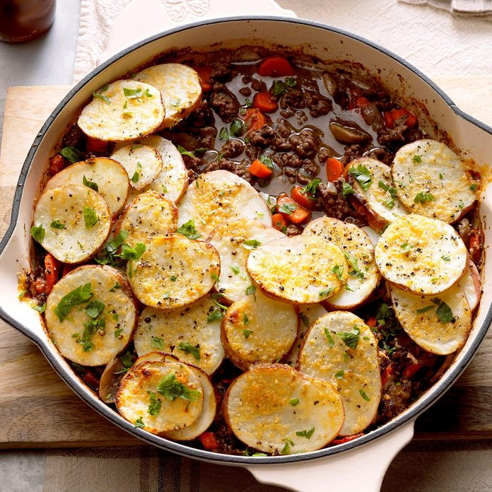 Potato Topped Ground Beef Skillet Exps Hck18 191121 B04 014 6b 16