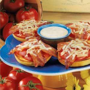 Bacon-Tomato Bagel Melts