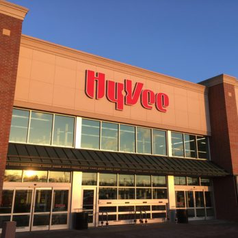 9 Reasons People Love Shopping at Hy-Vee