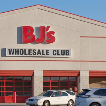 BJ's Wholesale Club Now Has Personal Shoppers and Same-Day Delivery, and We're Pumped