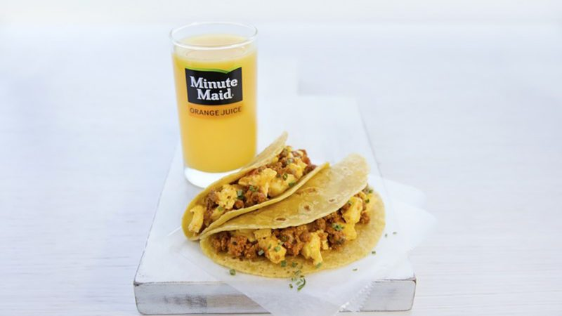 Egg and chicken chorizo tacos for breakfast (PRNewsfoto/United Airlines)