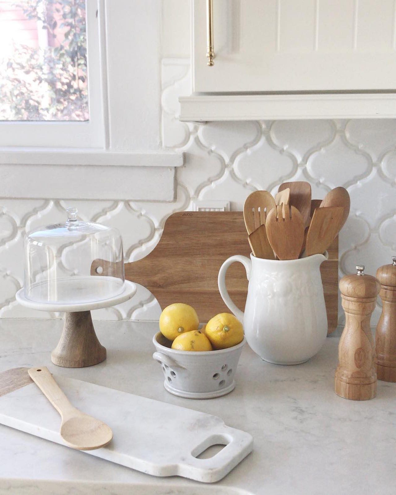 damask white tile backsplash