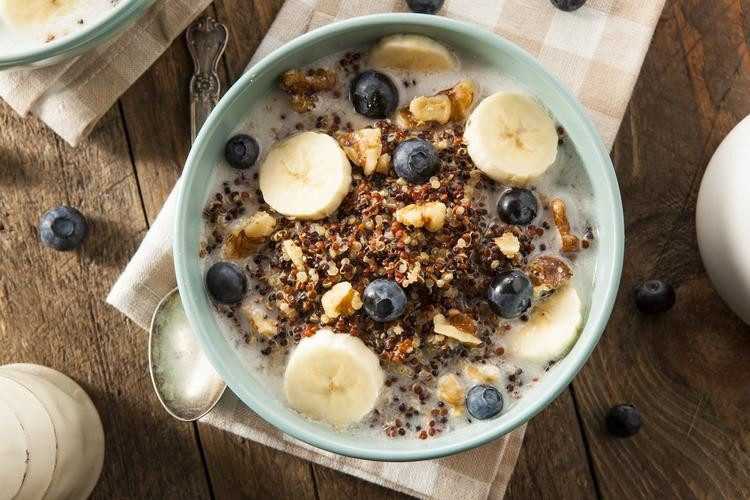 Breakfast quinoa with bananas and blueberries