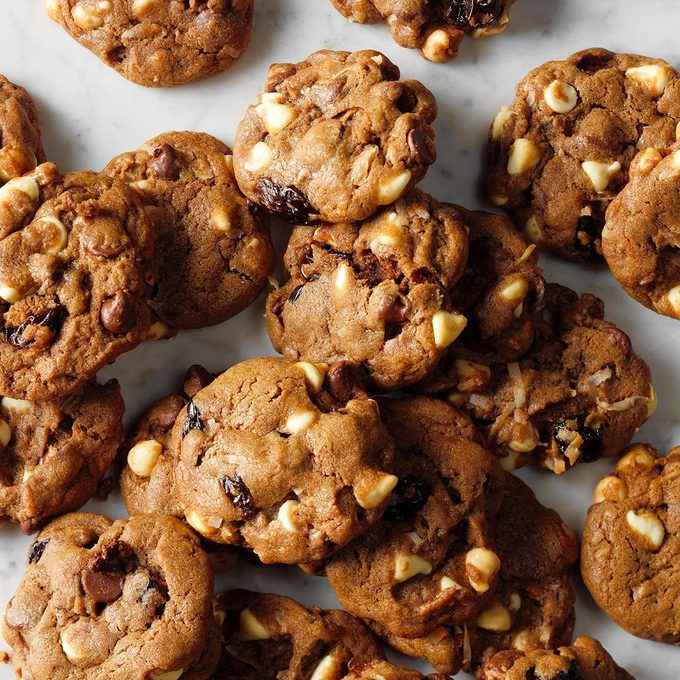 Chocolate Chip Cherry Chunk Cookies Exps Thjj18 212996 B02 01 5b 8
