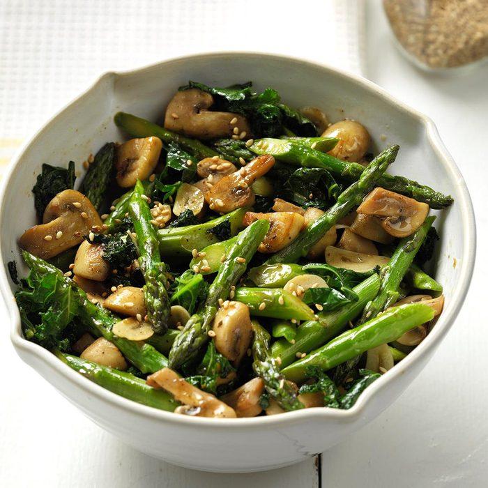 Fresh Thai Asparagus Kale And Garlicy Mushrooms  Exps Thjj18 213672 C01 31  4b 103