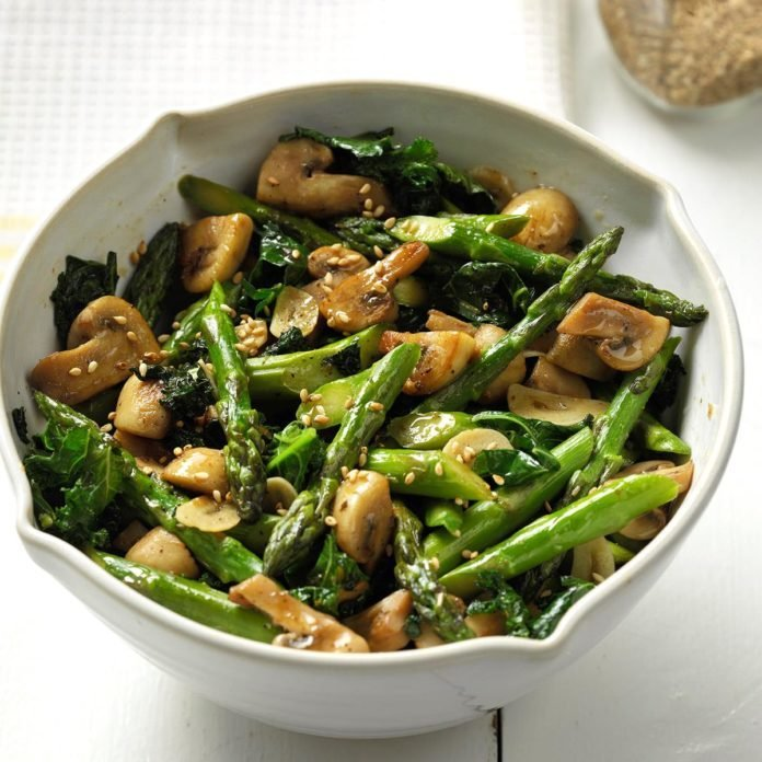Fresh Thai Asparagus, Kale and Garlicky Mushrooms
