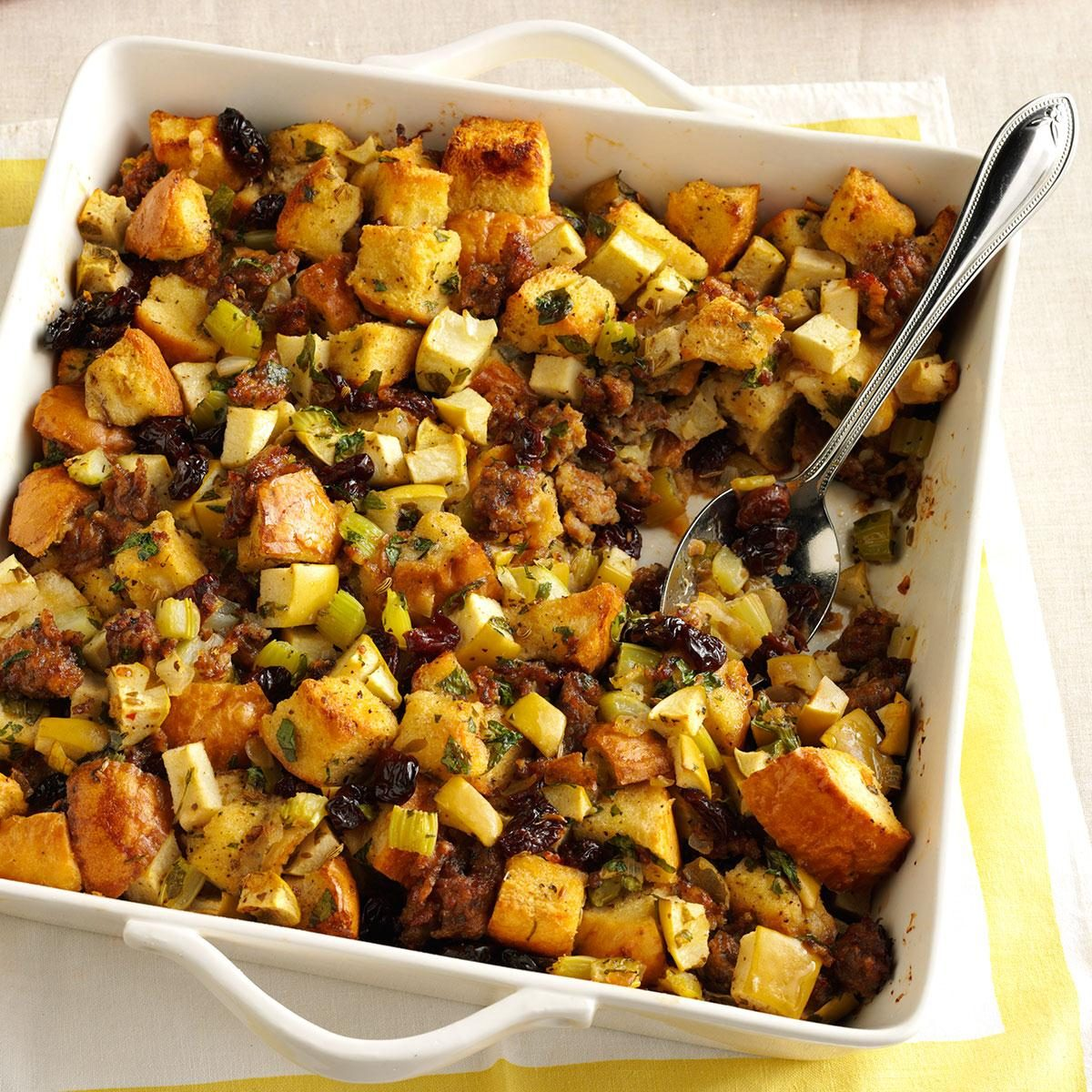 Sausage, Dried Cherry and Sage Stuffing foto