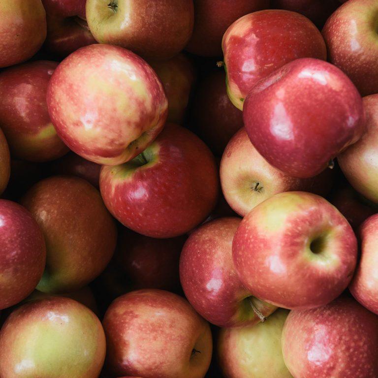 apple hydrating fruit