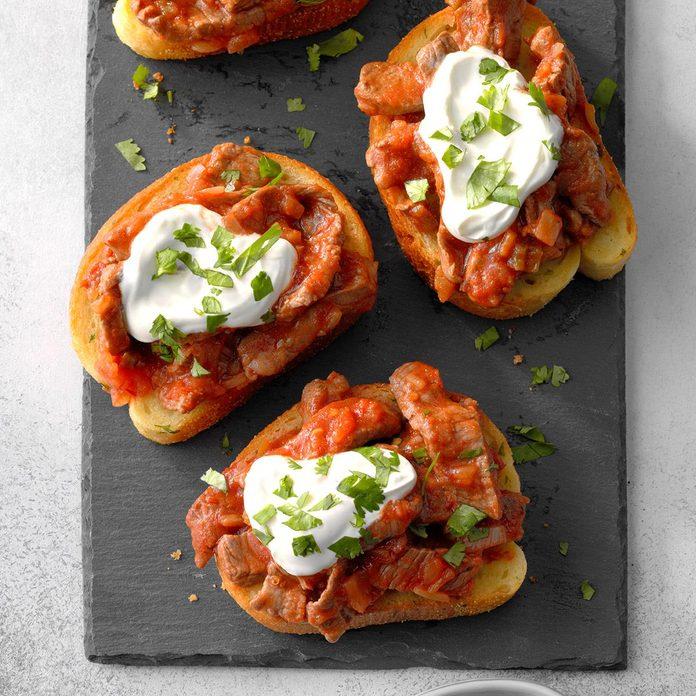 Salsa Steak Garlic Toasts Exps Sdas18 214835 D03 27  2b 6