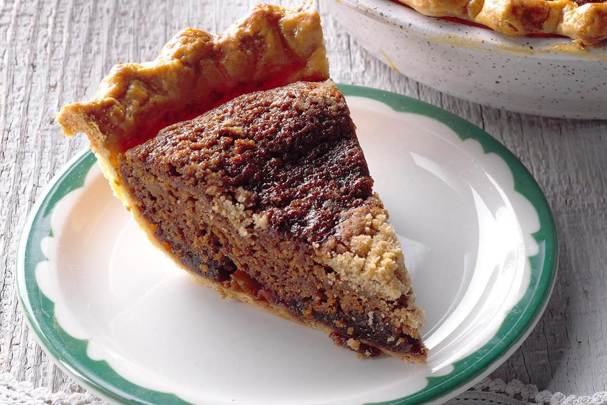 Shoofly pie slice