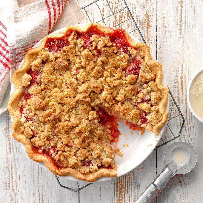 Strawberry Crumble Pie Exps Cwas18 226162 D04 05  12b 6