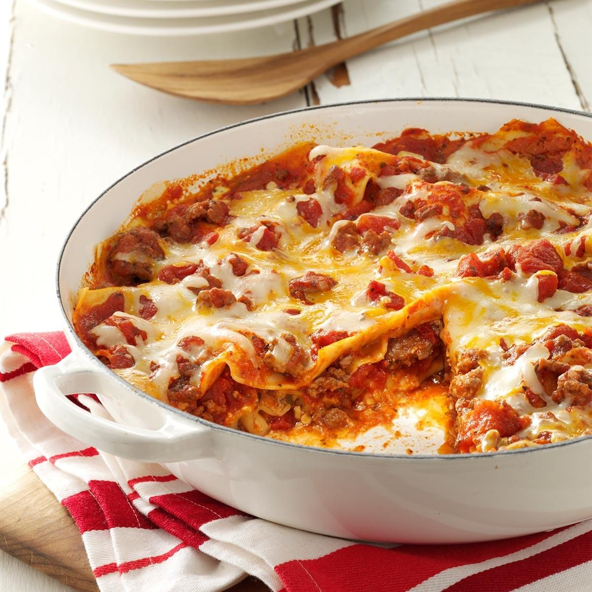 One skillet lasagna recipe taste of home for Better homes and gardens lasagna