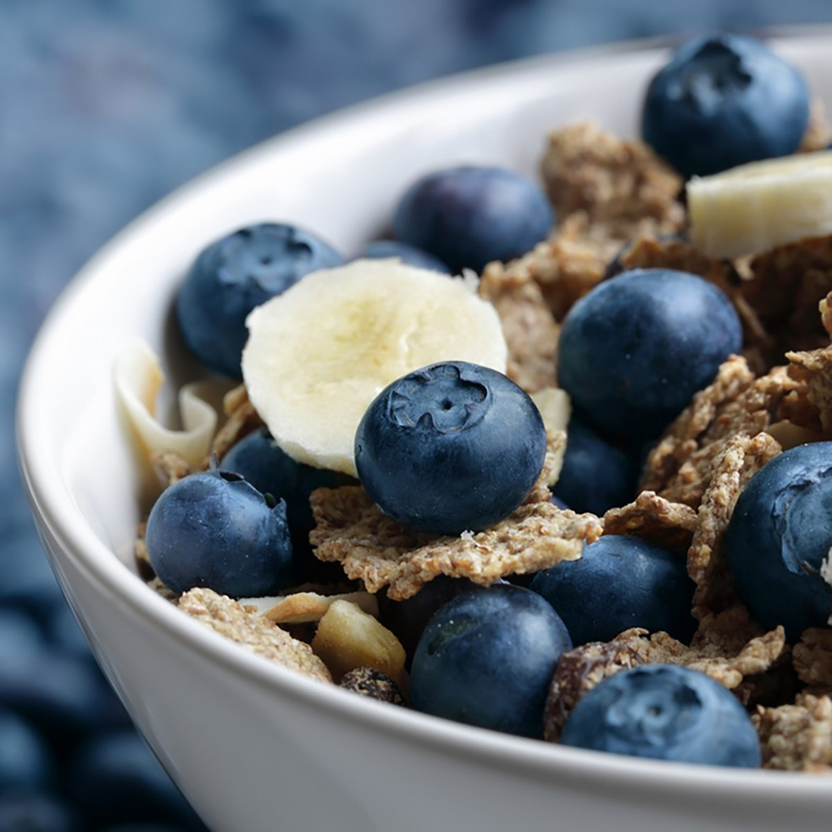 Healthy breakfast with high fibre bran flakes, blueberry and banana