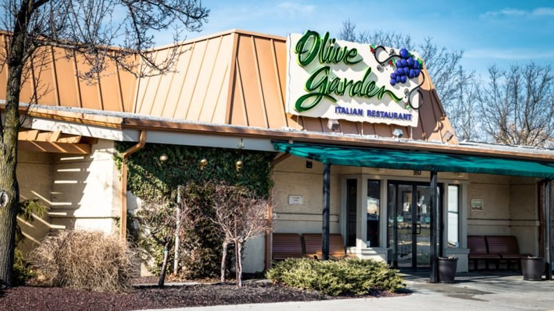 Exterior Of Olive Garden Italian Kitchen Restaurant Location.