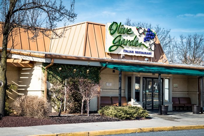 Exterior of Olive Garden Italian Kitchen restaurant location.