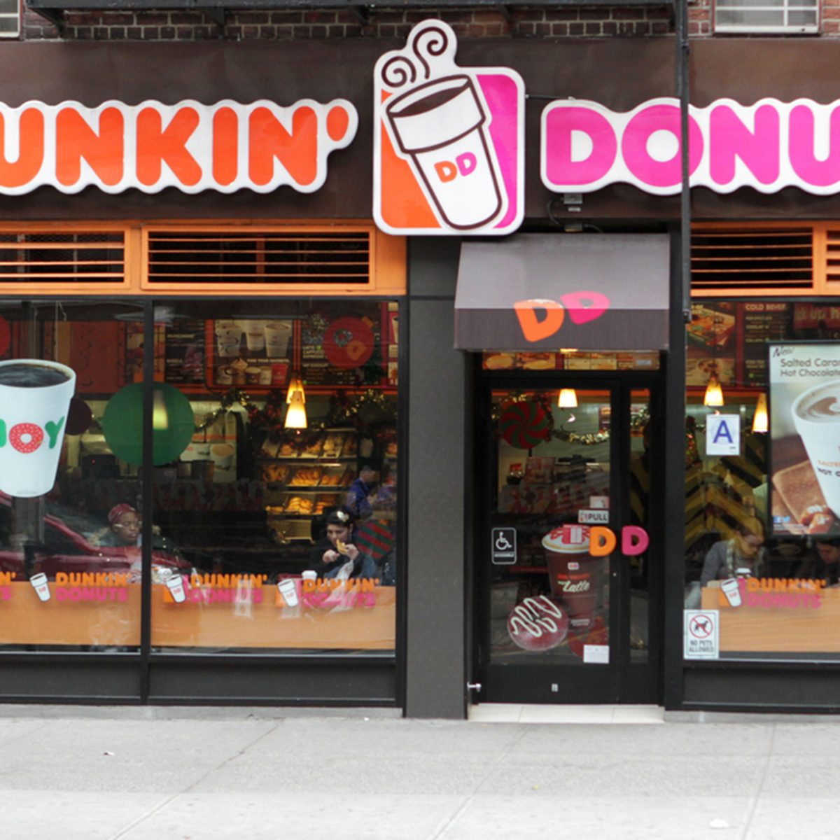 An exterior view of a Dunkin Donuts coffee shop in New York City