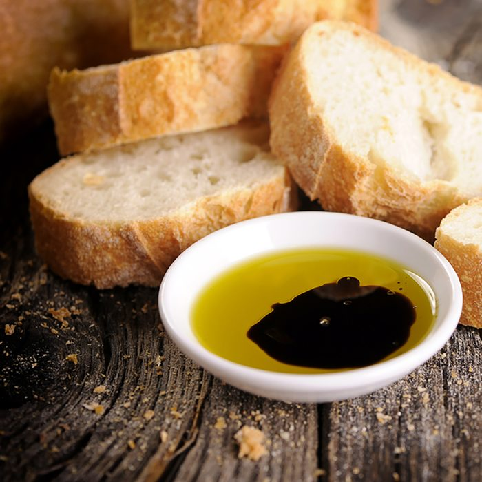 Bread with olive oil and balsamic vinegar dip