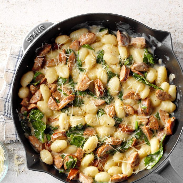 Gnocchi With Spinach And Chicken Sausage Exps Sdon18 126406 B06 15 7b 10