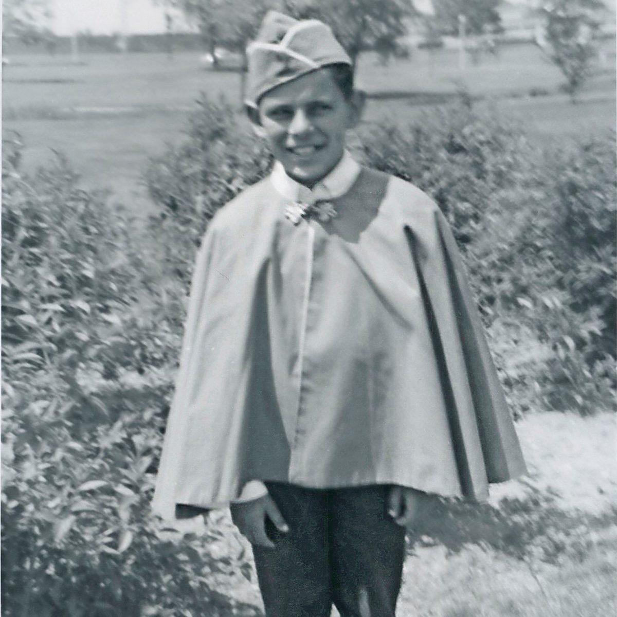 child dressed in Halloween costume /REM Magazine/2014/10_11/20_GrowingUp_REMON14_R3_032-034/Links