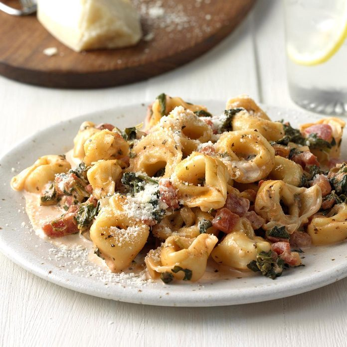 Tortellini With Tomato Spinach Cream Sauce Exps Sdon18 139679 C06 19 3b 8