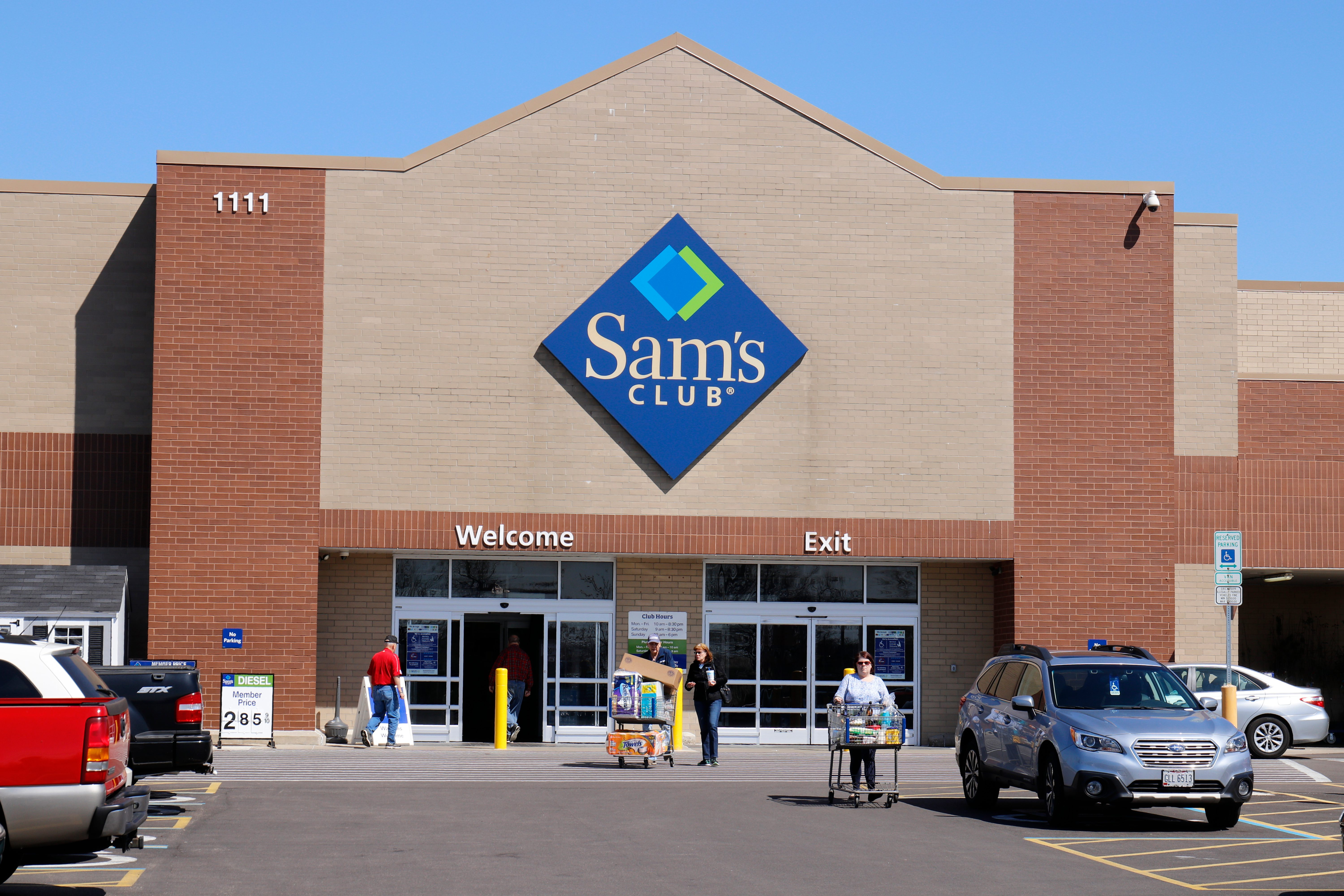What Time Does Sams Club Open On Sunday >> 10 Things Sam S Club Employees Want You To Know Taste Of Home