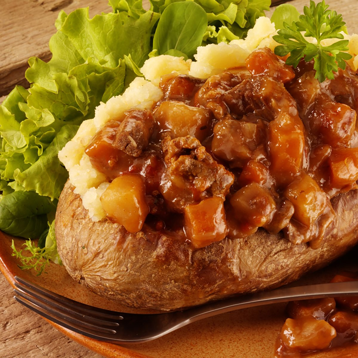 BAKED POTATO WITH BEEF STEW